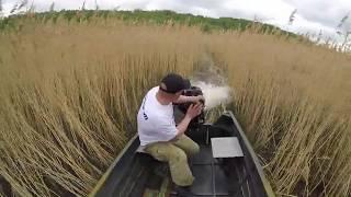 Испытания мотора болотохода БУРЛАК - ил, тросник, кусты